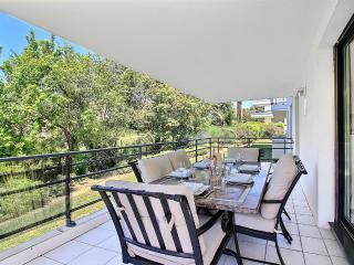 Luxurious & Modern 2 bed with Pool, large terrace & parking, 300m to the beach.