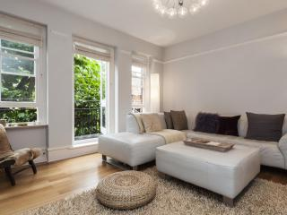 onefinestay - West Kensington Mansions apartment, London