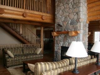 Mont Tremblant Blueberry Lake 6 bedroom 4 bathroom chalet