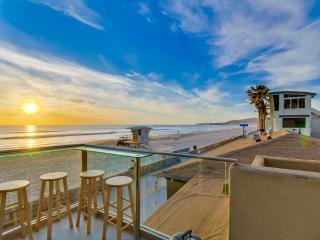 Spacious 1br+2ba OCEAN FRONT Townhome, San Diego