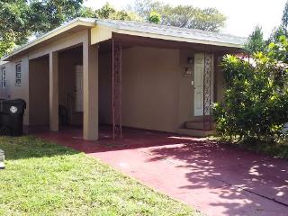 3 bed 2 bath furnished house near beach, Lake Worth