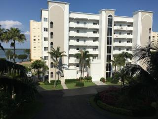 Beautiful Sunrise View!  Casa Marina-Corner Unit - Free WiFi, Fort Myers Beach
