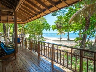 Beachfront Escape - Sleeps 6, Roatán