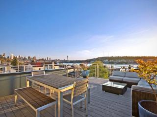 5-Story Townhouse w/ City Views & Private Rooftop!, Seattle