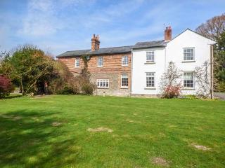 RIVERSIDE, riverside with garden, lovely views, walks and cycle trails, Craven