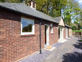 BADGERS RAKE stylish detached bungalow, underfloor heating, pet-friendly, ideal for walks and cycling in Burton, Neston Ref 937290