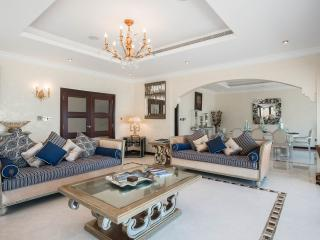 LUXURY VILLA SOFIA  THE PALM DUBAI, Dubai