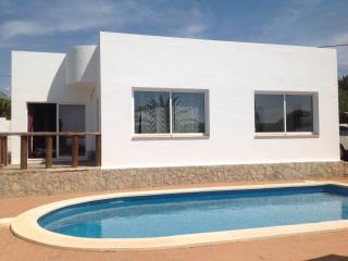 Charmante villa avec piscine et palmiers