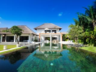 Villa Bossi at Banjar - Luxury villa on the beach