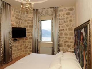 Villa Nikcevic - Deluxe Double Room with Sea View, Orahovac