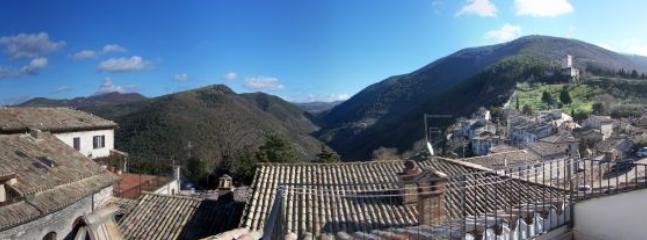 panorama dal terrazzo, verso i monti