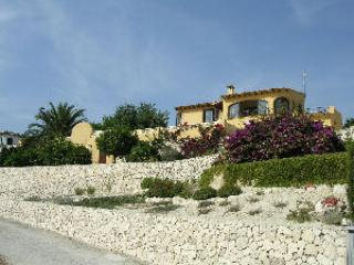 Attractive detached Villa with Large swimming pool
