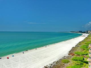 Stylish beachfront condo w/ heated pool, hot tub & panoramic ocean views, Isla Marco