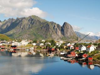 Reine Retrovilla is where the arrow is pointing.