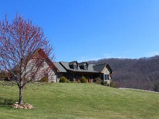 Enchanted Elegance - Luxurious Blue Ridge Mountain Home - Memorial Day Avail!, West Jefferson