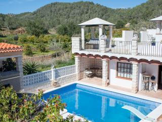 Stunning converted farmhouse with pool & jacuzzi, Sant Antoni de Portmany