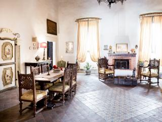 Historical villa in the Sicilian countryside!