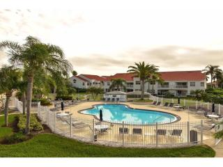 Upgraded! 2BR 2BA Condo Pool and Golf View, Saint Petersburg