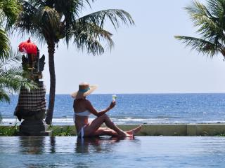 Relaxing by the pool with a wonderful view over the Bali Sea