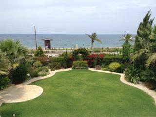 3 bdr Beach Front Villa Riviera, Lachi