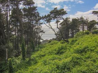 Quiet Forested Setting Minutes from the Beach!, Lincoln City