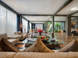 PRIVATE CHEF, DRIVER central seminyak luxury villa, Seminyak