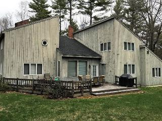 3BR House in Birch Hill-Cable,WiFi,Fire Pit,Game Room w/ Pool Table & Darts!, North Conway