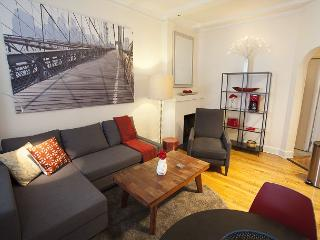 Great one bedroom located on a beautiful brownstone lined street!, New York City