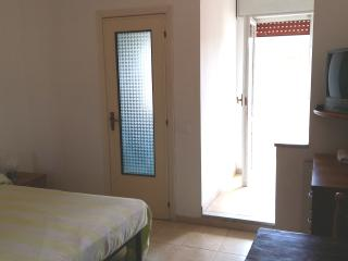 Lediana: free parking, 5 min walk beach,terrace, wi fi,inside La Pineta resort.