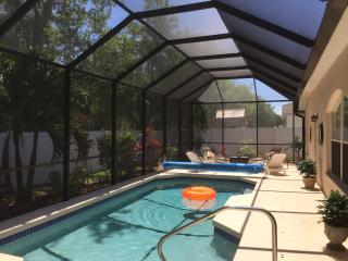 Eadon Villa   Bradenton  spacious Pool & DVR