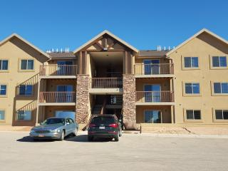 New 3 bedroom, 2 bath condo in Moab - sleeps 10!