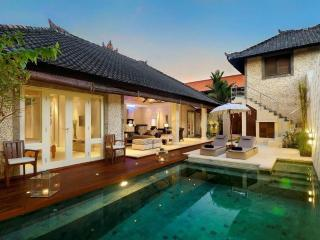 3 bedroom luxury in Seminyak close to beaches