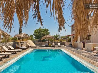 Santorini Villa The Birds Apartments for 4  with F, Perissa