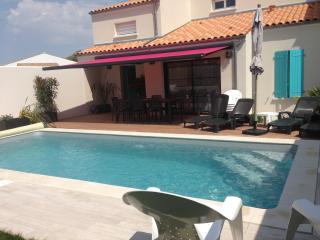 La Maison de Vesta avec sa piscine chauffee