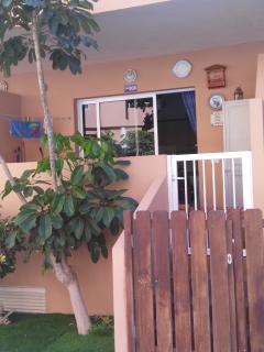 puerta de acceso de la piscina al apartamento