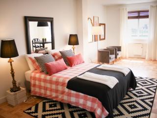 688 Apartments - 3'E