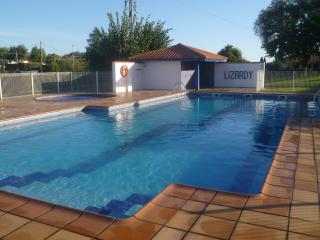 Appartment, pool , terrace , near  beach, WIFI,