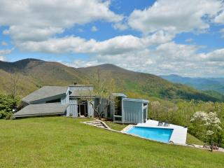 RUSTIC retreat w/pool 1 mi. to Smoky Mtn Ntl Park