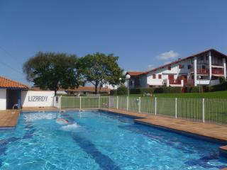 Appartment, pool , terrace , near  beach, WIFI,, Hendaye