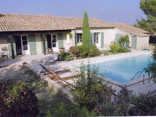 Villa provençale avec piscine dans la guarrigue., Eygalieres