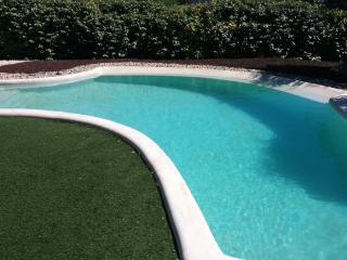 Villa lumineuse et jolie piscine
