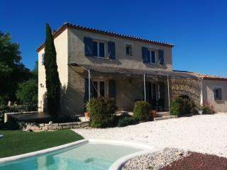 Villa lumineuse et jolie piscine, Sommieres