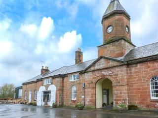 THE MEWS FLAT all first floor on country estate, close to river and lochs, en-suite facilities in Dalswinton near Dumfries Ref 930173