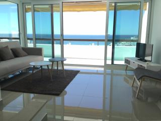 2 bedroom flat with gorgeous ocean view