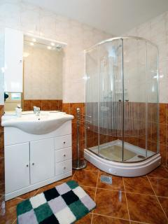 bathroom first apartman