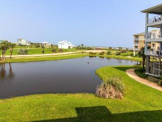 Resort condo w/Gulf views, shared pool, hot tub & entertainment - walk to beach!