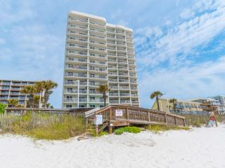 Tradewinds beach side 2 BR family condo, Orange Beach