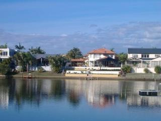 WATERFRONT HOLIDAY HOME, Mermaid Waters