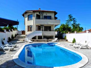 "Villa ""Topola Bey View"" only 3 min from the Beach."