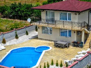 Villa Golden Crown 1km from Black Sea Rama Golf.